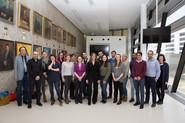 Die PraktikantInnen gemeinsam mit Mentor Josef Aff (g.re) und ihren BetreuerInnen von den jeweiligen Instituten