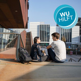 [Translate to English:] Studierende auf dem Campus WU